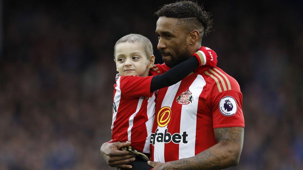La familia y amigos de Bardley Lowery llevarán camisetas de fútbol en su funeral como homenaje al pequeño