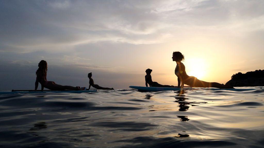 Yoga en el mar en Verudela, Croacia