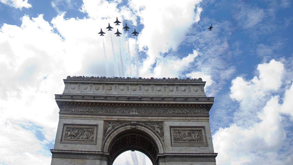 Ensayo del desfile militar tradicional del día de Bastille en París, Francia