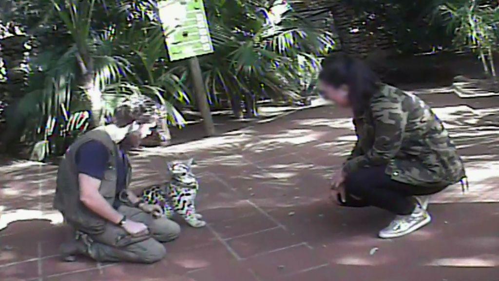 El Zoo de Castelar, obligado a cancelar el contacto directo del público con los animales tras la denuncia de 'A cara de perro'