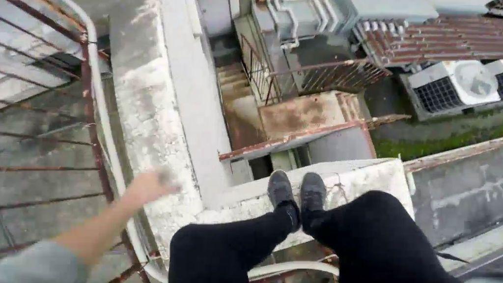 ¡Pelos de punta! El parkour más peligroso del mundo por los tejados de Tokio