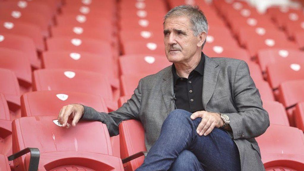 Paco Herrera, entrenador del Sporting, se multa a sí mismo por llegar tarde al entrenamiento