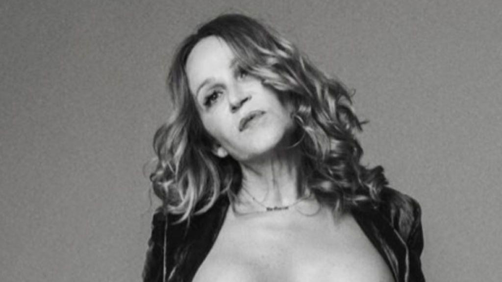 ¡Viva la naturalidad! Antonia San Juan, desnuda de cintura para arriba