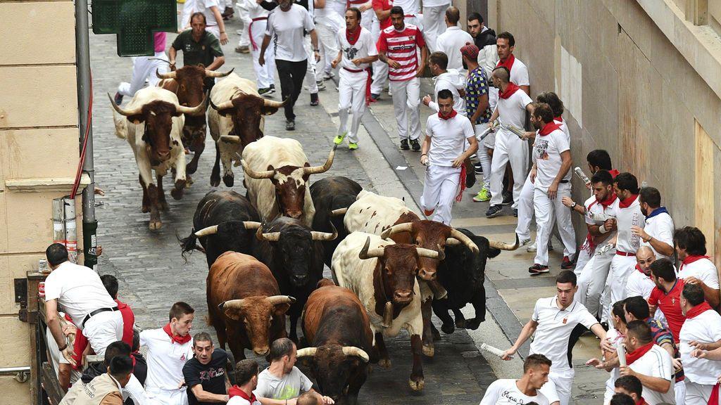 Los toros de Núñez del Cuvillo vuelan en un encierro con al menos tres heridos