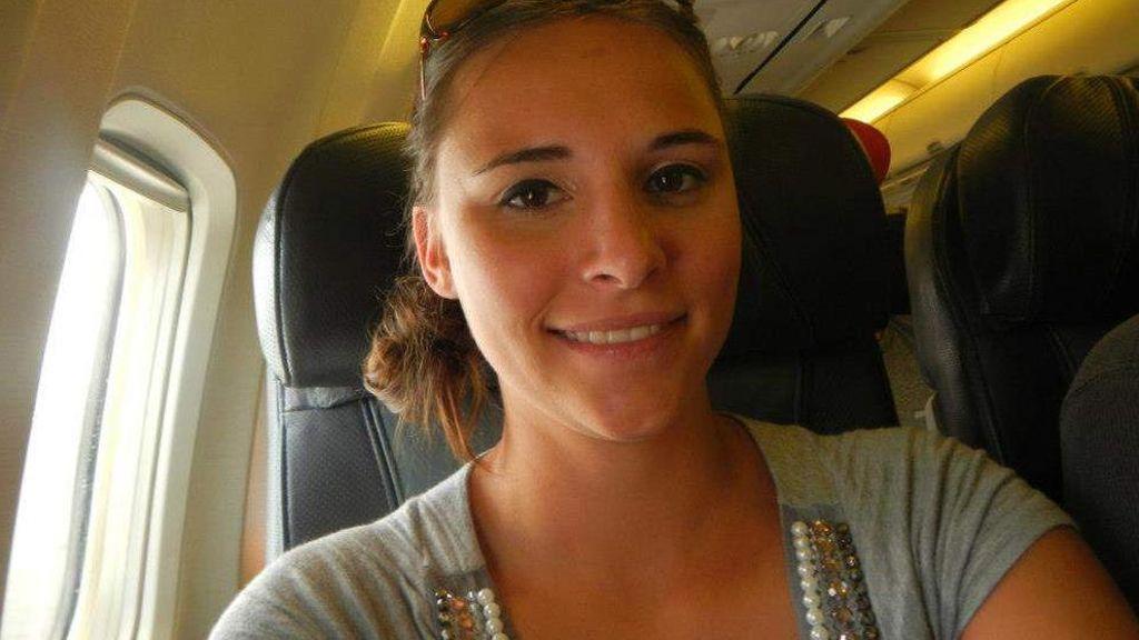 Condenada a 8 meses de cárcel por abusar sexualmente de otra pasajera en un avión