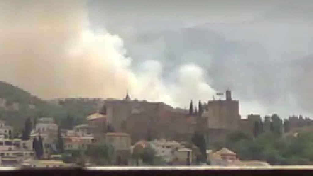 Declarado un incendio forestal cerca de la Alhambra