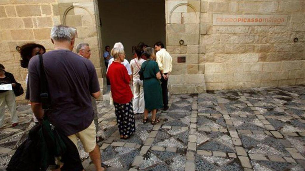 Rescatan un menor al que sus abuelos habían dejado en el coche para ir a ver el Museo Picasso en Málaga