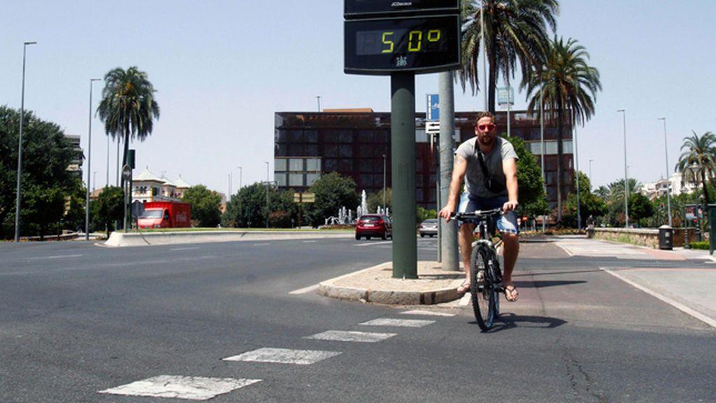 Fallece un hombre mientras realizaba labores de asfaltado en Sevilla en plena ola de calor