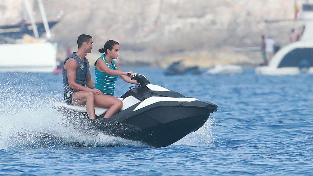 Georgina presume de su amor en vacaciones con una foto junto a Cristiano Ronaldo