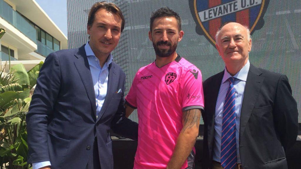El Levante donará los beneficios de la venta de la camiseta rosa a la lucha contra el cáncer