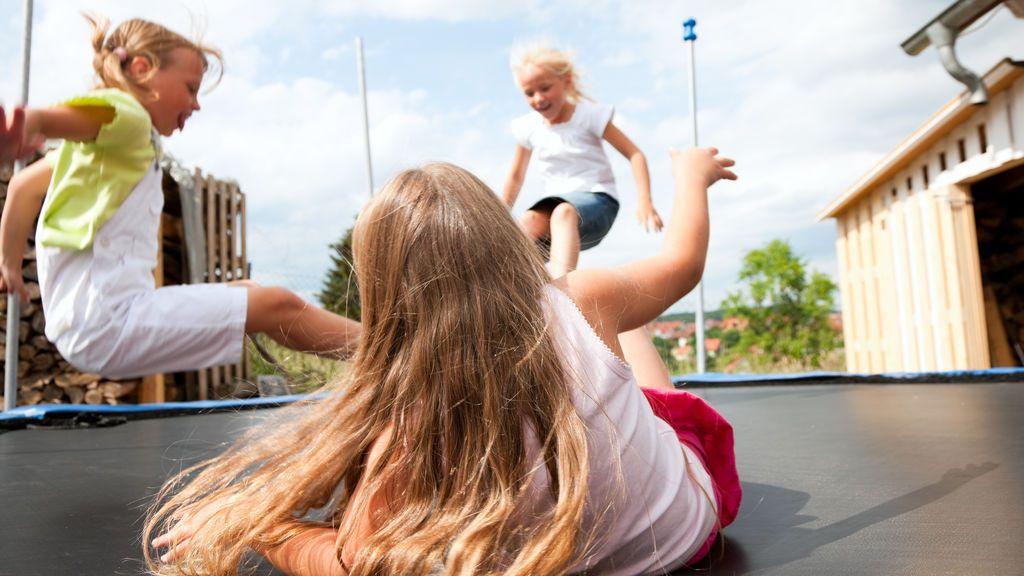 Una madre alerta el riesgo de las camas elásticas después de que su hijo sufriera una grave lesión