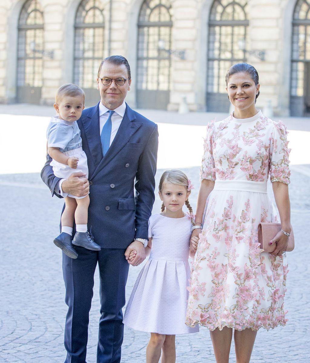 Los estampados florales `reinan` en el 40 cumpleaños de Victoria de Suecia