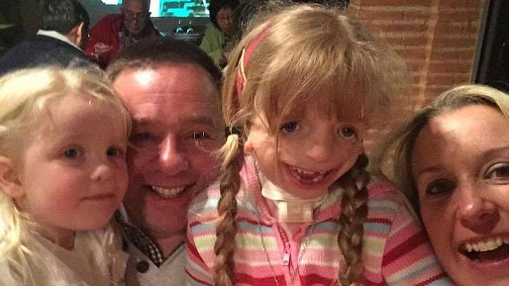 """Una niña de ocho años con un trastorno genético raro es uno de """"los niños más felices que podrías conocer"""""""