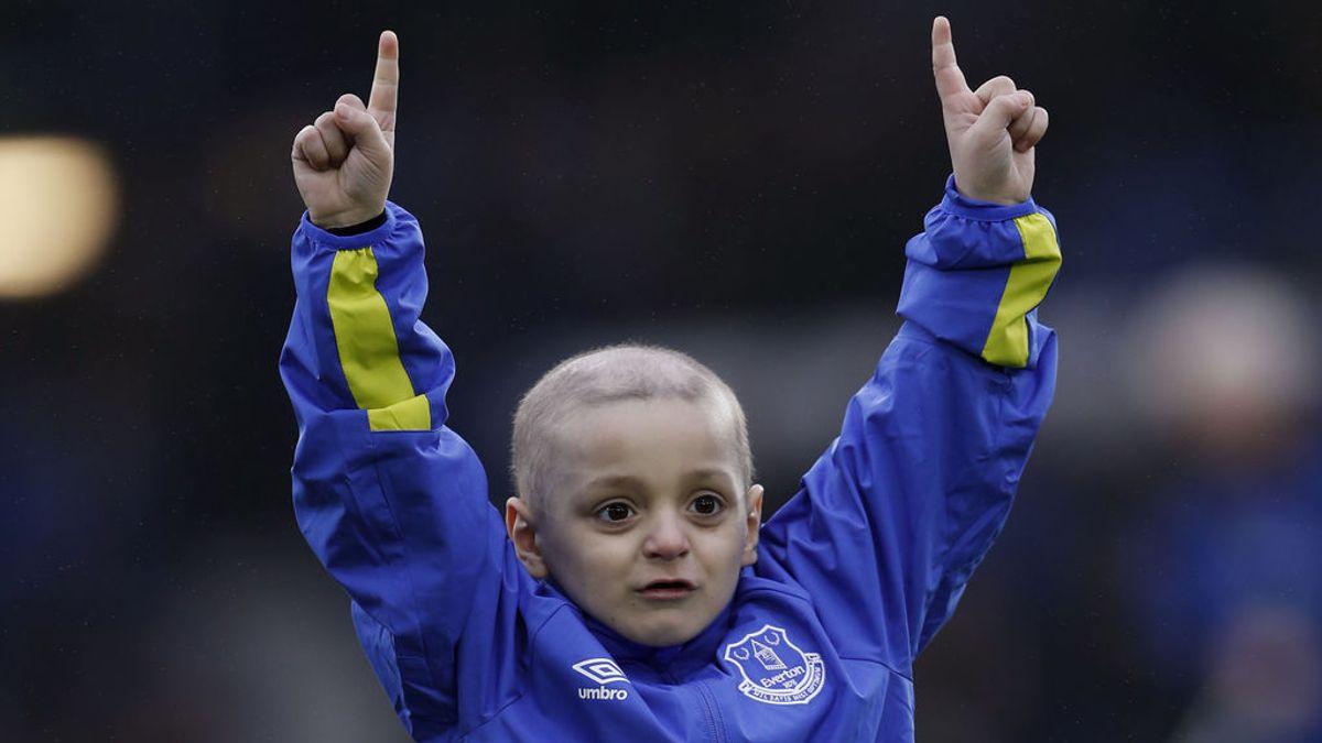 Los aficionados del Newcastle olvidan su rivalidad con el Sunderland y corean el nombre de Bradley Lowery