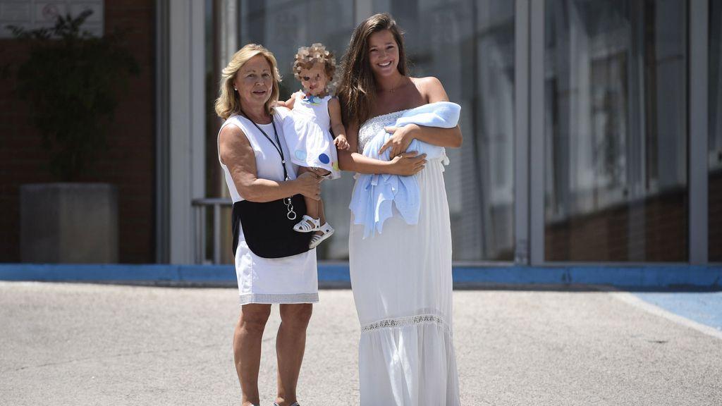 Malena Costa sale del hospital junto a su hijo ante la ausencia de Mario Suárez
