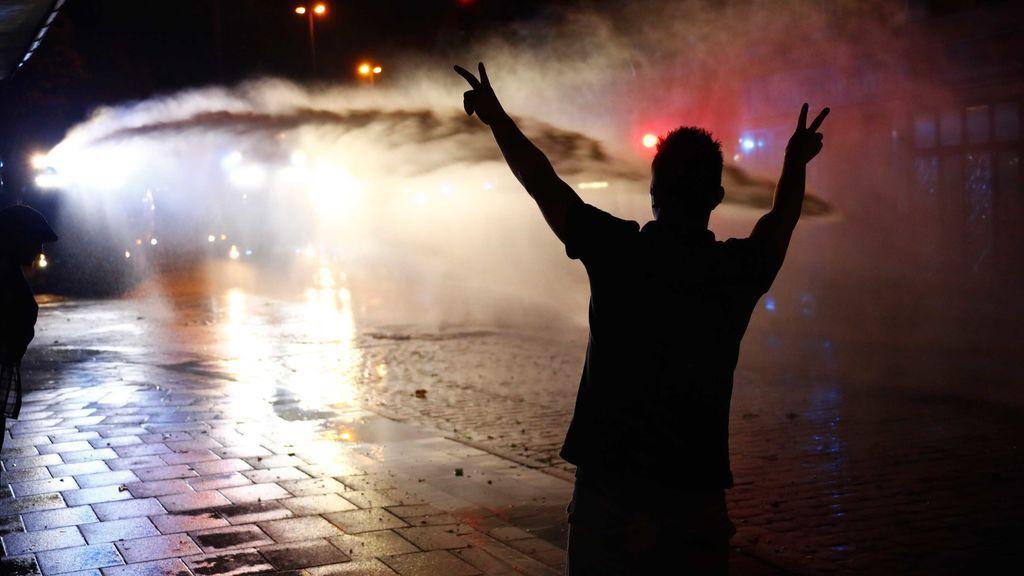 El ministro del Interior alemán aboga por controlar con tobilleras electrónicas a manifestantes violentos