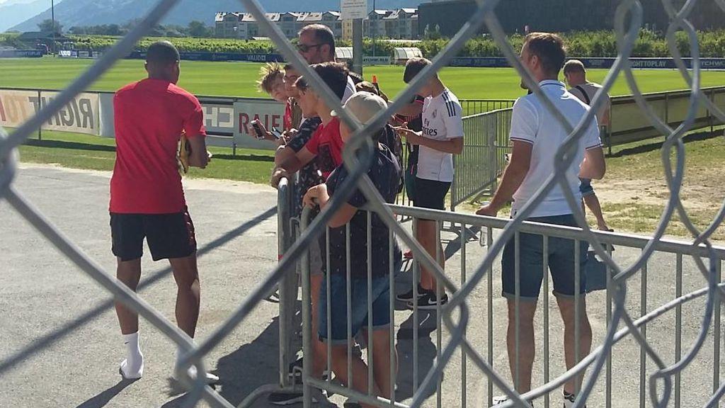 """Mbappé se niega a firmar una camiseta del Real Madrid a la salida del entrenamiento con el Mónaco: """"No puedo hacerlo"""""""