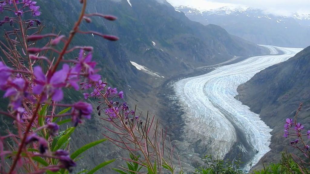 Jamás has visto algo igual: La enorme lengua de hielo del Glaciar Salmón que deja K.O. a Unai