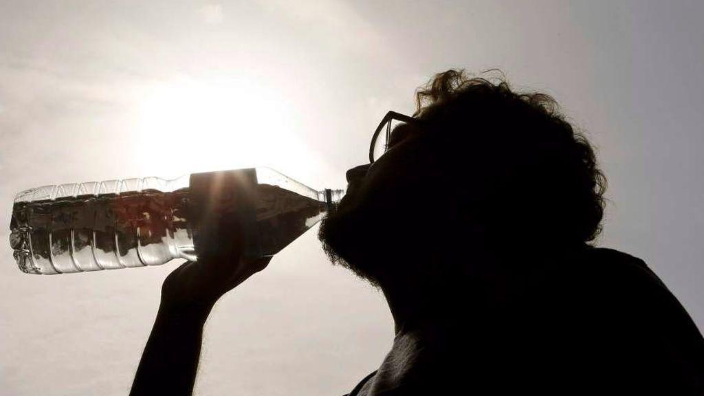 Leve descenso de las temperaturas que seguirán siendo significativamente altas este lunes