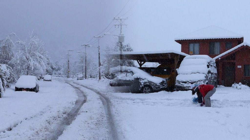 Chile vive la nevada más intensa en 48 años:  deja un muerto, dos heridos y miles de afectados