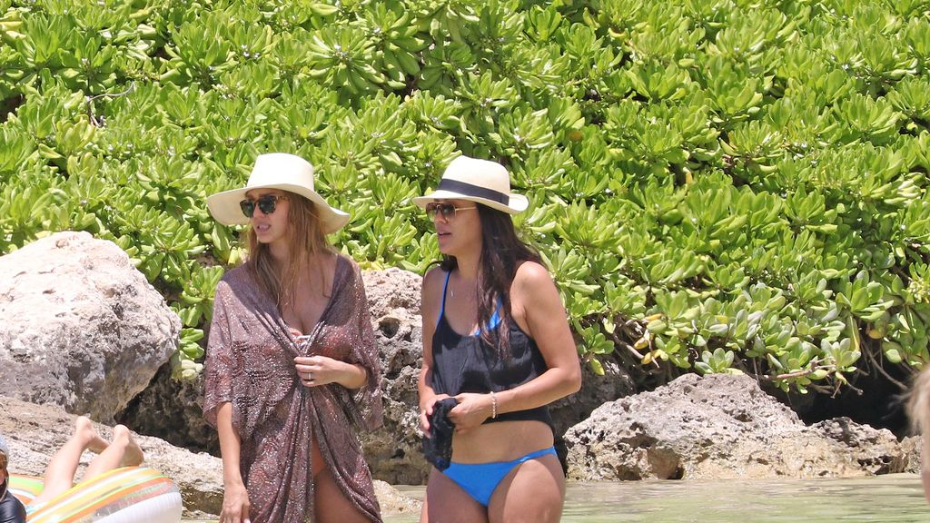 Nueva semana, nuevos rumores de embarazo...Jessica Alba luce tripita en Hawaii