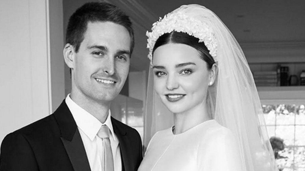 Dos meses después de la boda... ¡primera imagen del vestido de novia de Miranda Kerr!