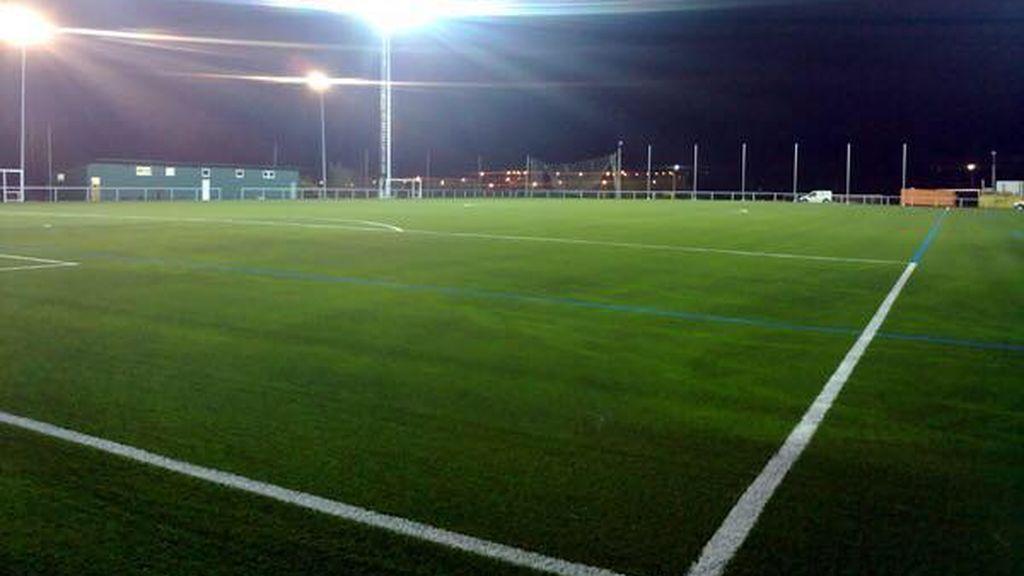 Fallece un futbolista asturiano de 13 años del Valdés tras enrollarse una toalla que llevaba al cuello en un quad