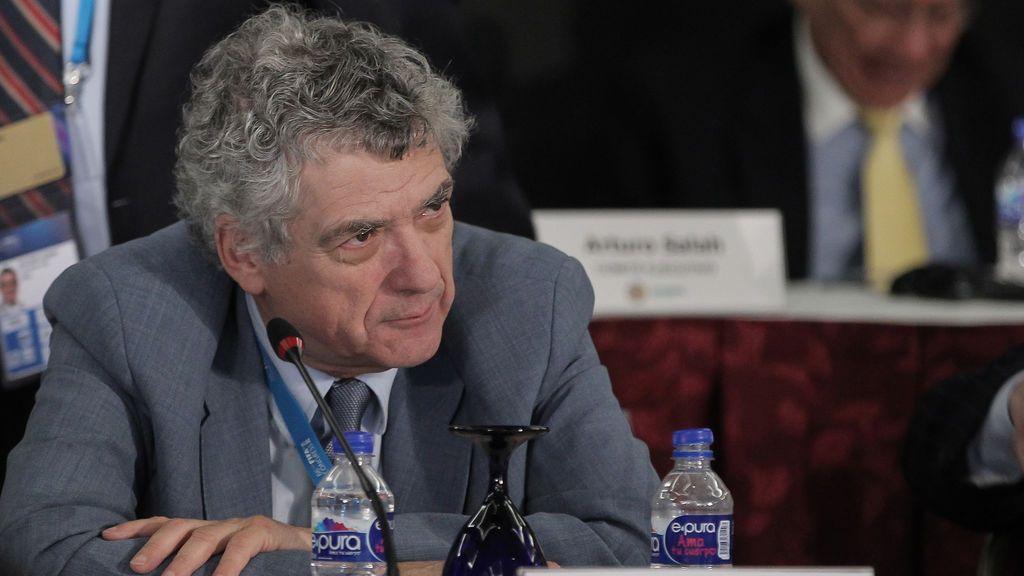 Villar, presidente de la Federación  Española de Fútbol,  y su hijo Gorka, detenidos en una operación contra la corrupción