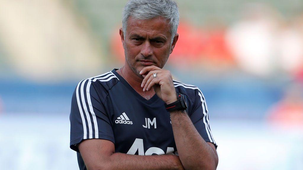¡Surrealista! Mourinho pide al árbitro que expulse a uno de sus jugadores