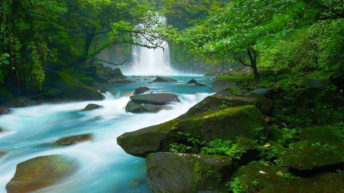 No es lo que parece: el misterio del agua azul del río Celeste