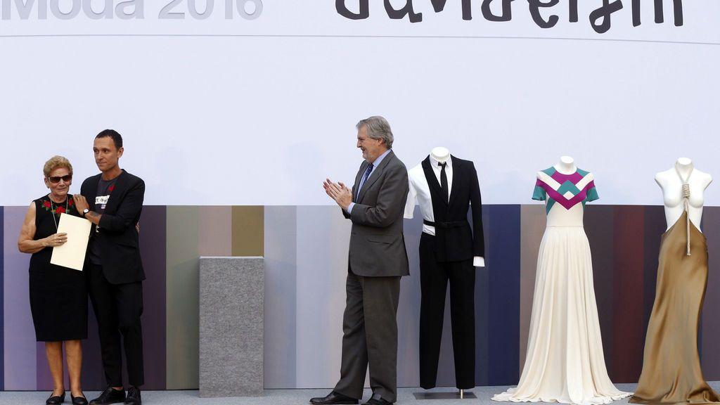 La familia de David Delfín recoge el Premio Nacional de Diseño de Moda