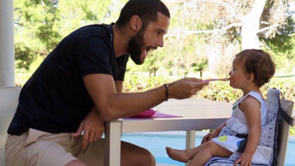 La videoconferencia China-Madrid entre Mario Suárez y su hija, Matilda