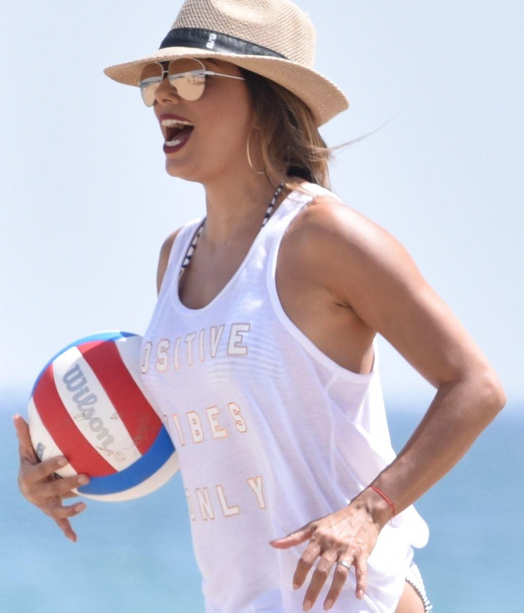 Eva Longoria sí que sabe: Costa del Sol, Voley playa, risas y familia