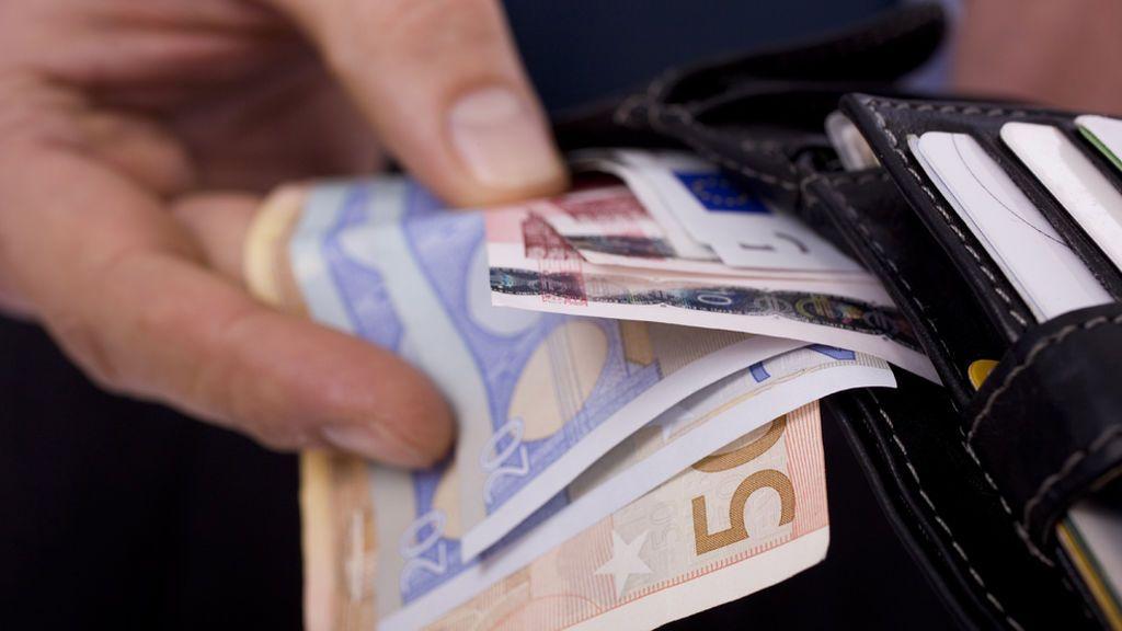 Recupera 5.450 euros perdidos gracias a un vecino que los entregó a la Policía Local