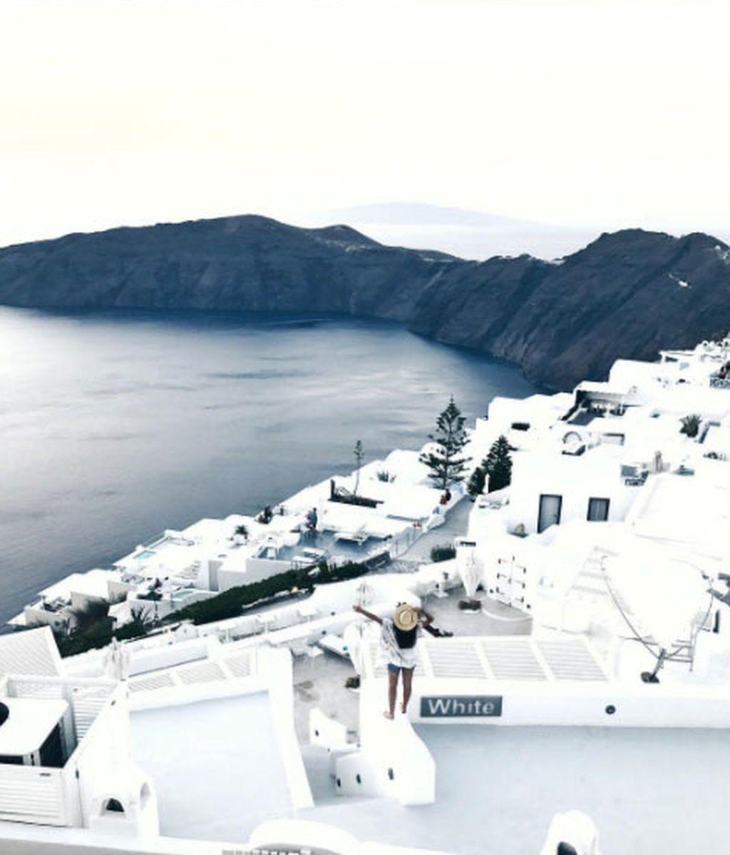 Conoce rincones de Santorini de la mano de Dulceida y Alba