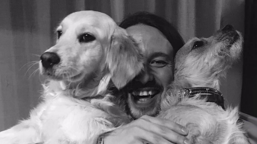 Pablo Iglesias celebra el Día del Perro con sus fotos más tiernas