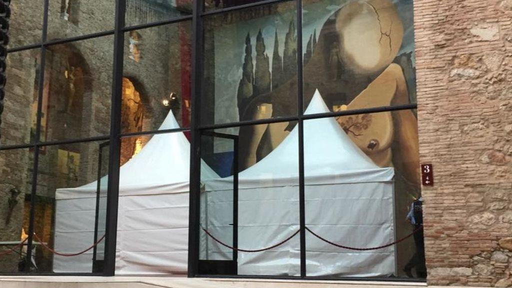 Tras la exhumación de  Dalí solo queda esperar los resultados