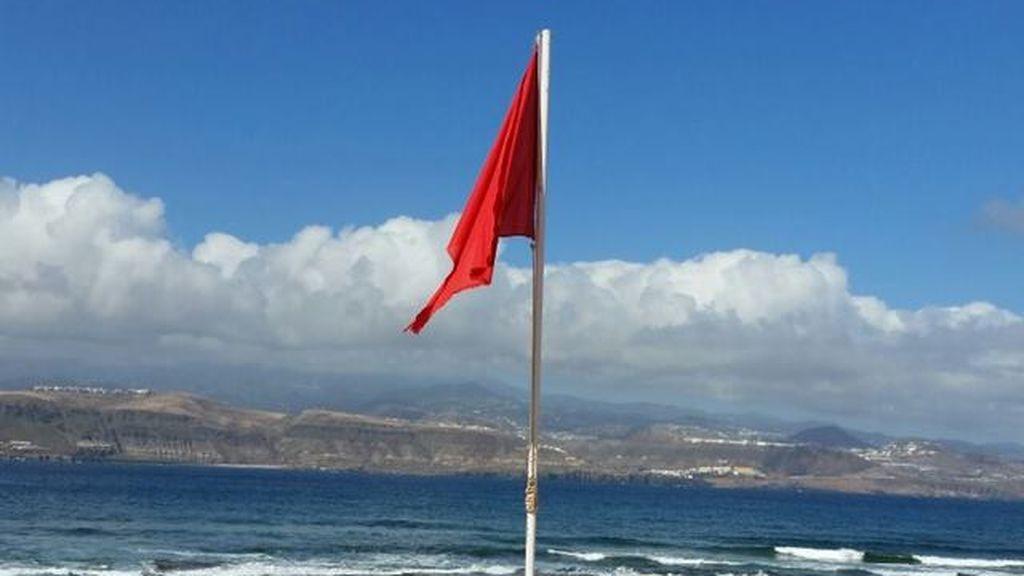 170710-Bandera-roja-en-el-Confital