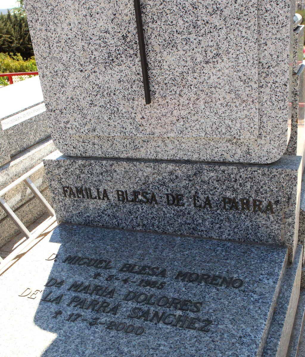 Las cenizas de Miguel Blesa reposan ya en el panteón familiar del cementerio de Linares
