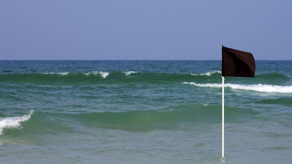 la-bandera-negra-en-las-playas-de-espana