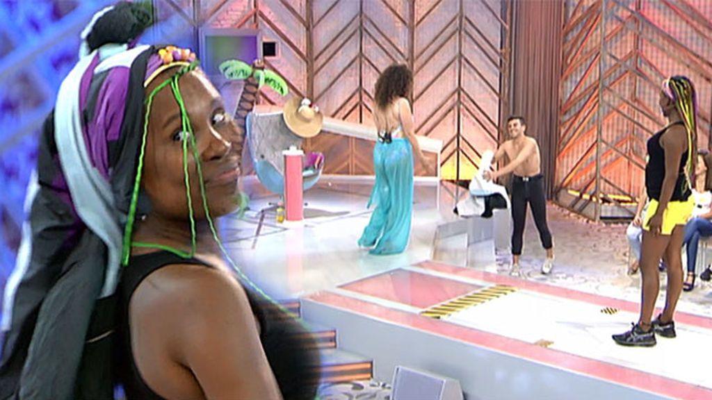 Cristina Desnuda A Un Chico Del Público Para Hacerle Un Look