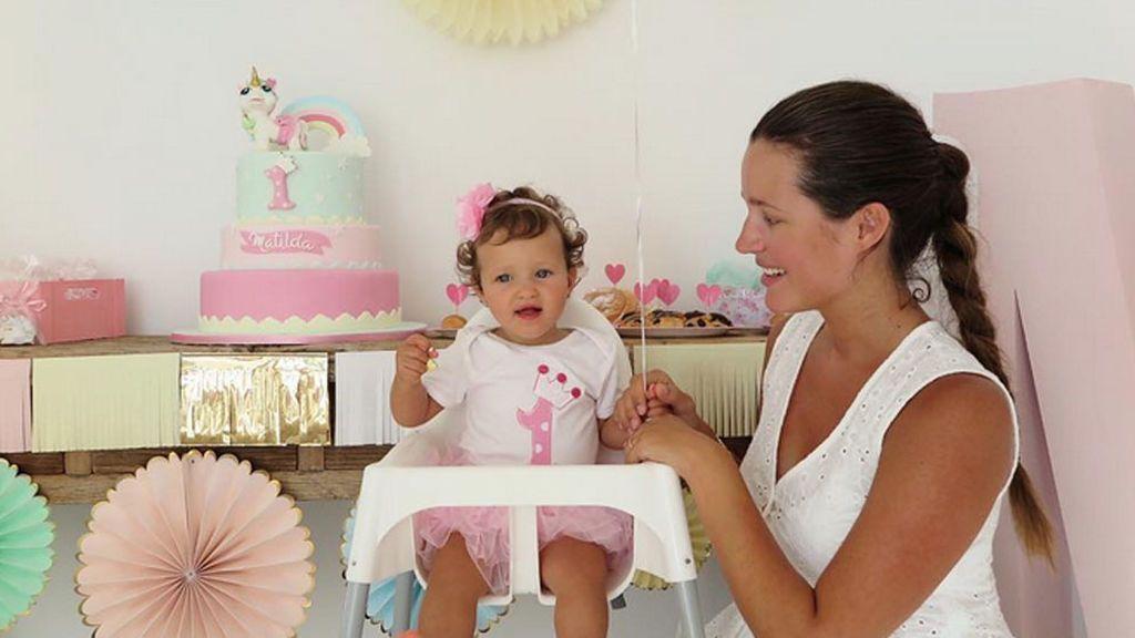 Los primeros pasos de Matilda, la hija de Malena Costa y Mario Suárez, en directo: 👏👏👏👏