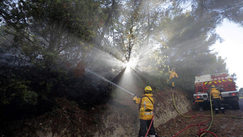 Incendio forestal en Carros, cerca de Niza, Francia