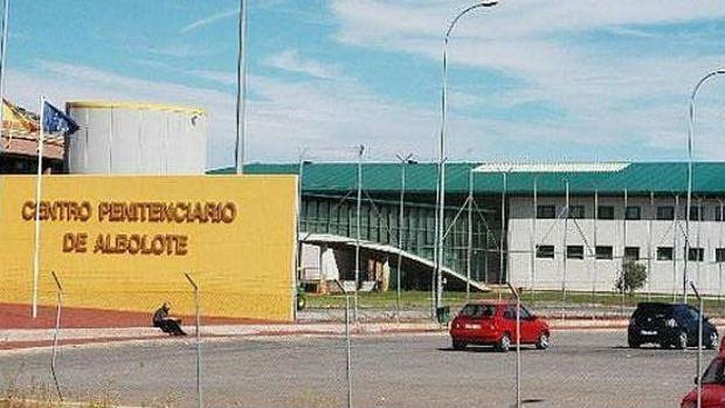 """Un interno """"peligroso"""" de una prisión de Granada prende fuego en su celda y agrede a funcionarios"""