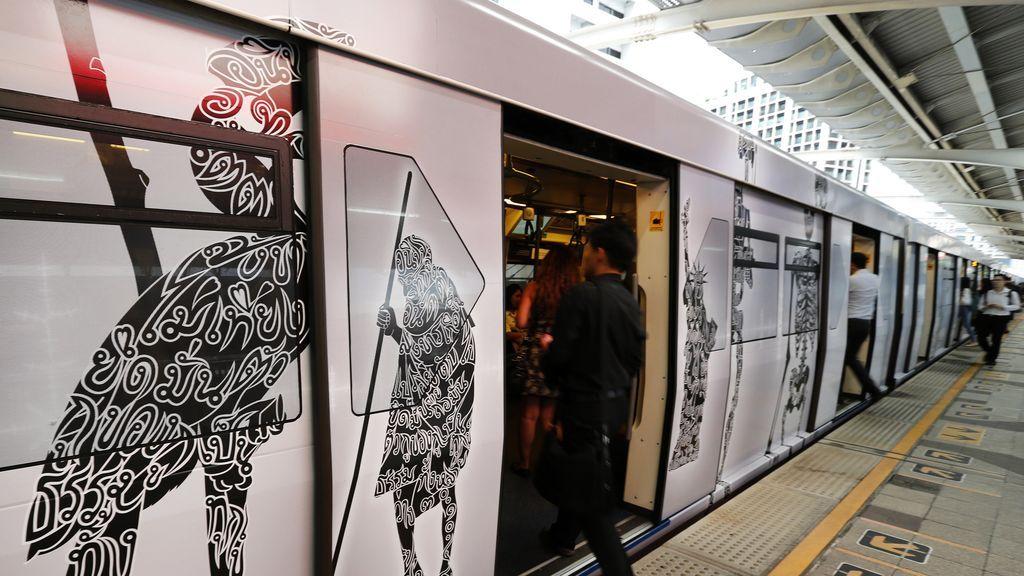 La primera instalación de arte móvil en el skytrain de Bangkok
