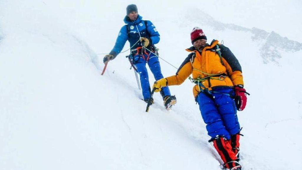 Tres héroes obran el milagro en el Gasherbrum