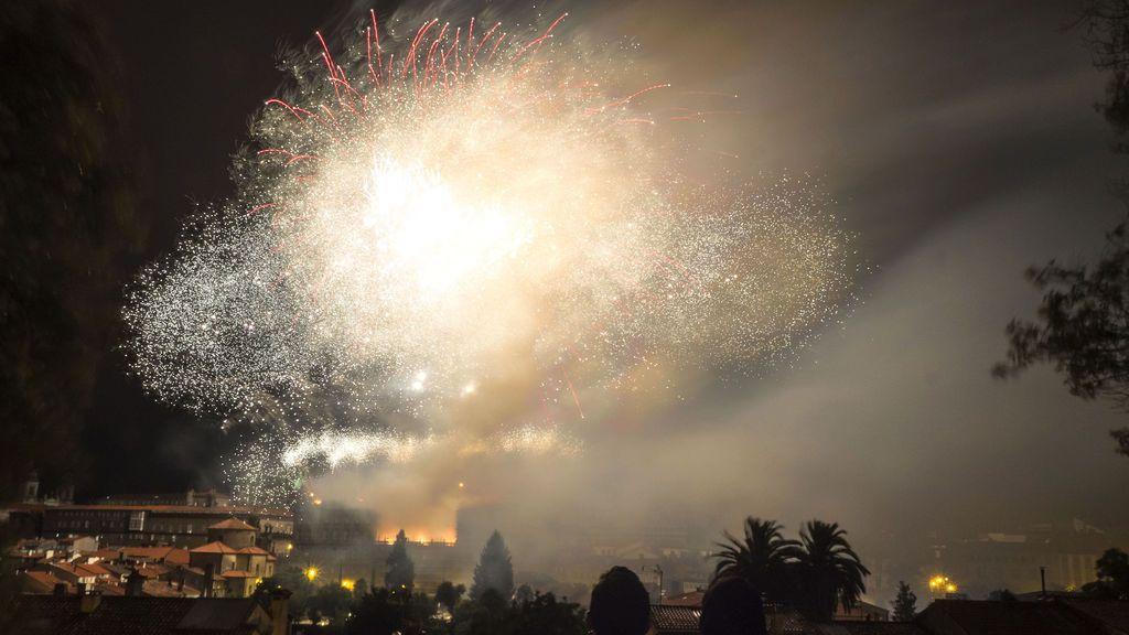 Espectáculo de luz, música y pirotecnia en los Fuegos del Apóstol 2017