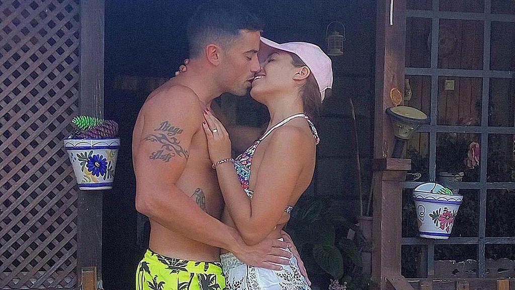 Diego y Lola celebran cuatro meses de amor con una canción
