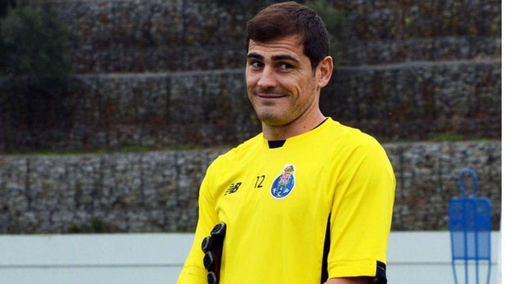 ¡El lado más bromista de Casillas! Celebra el Día de los Abuelos felicitándose a sí mismo
