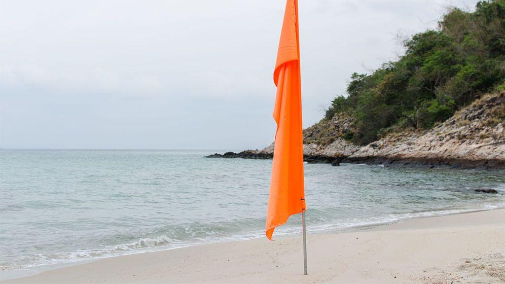 Si ves a una bandera naranja en Baleares: ¿qué tengo que hacer? ¿me baño o no?